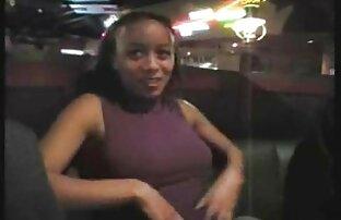زن جوان پرشهای مقعد او با dildo بزرگ. سکس عربی کون بزرگ
