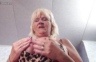 لعنتی یک مادر بالغ فیلم سوپر کون گنده در جوراب ساق بلند.